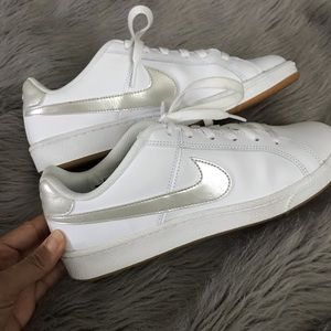 Nike Shoes - Cute and comfy Nike sneaks
